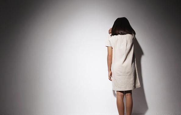 母亲酗酒不归7个月女儿饿死家中 在我国虐童致死怎么判?