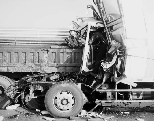 大巴货车相撞致6死 2019年发生车祸一般如何处理?