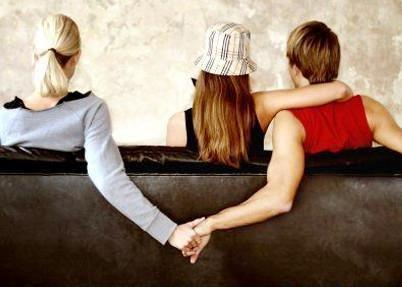 女家长实名举报与校长有婚外情 婚外情犯法吗?
