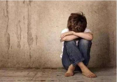 山西12岁女孩被继母打成植物人 虐待罪怎么量刑?