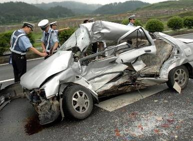 公交救护车相撞坠桥 交通事故处理流程是怎样的?