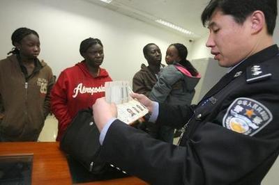 外国人在我国犯罪怎么处理?外国人犯罪适用哪国法律?