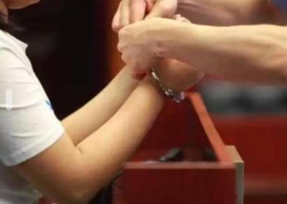 黑龙江14岁女生弑母藏尸 已被刑拘 14岁故意杀人怎么判刑?