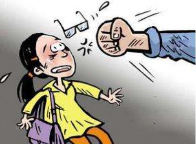 情侣吵架男子将女友推向公交车 故意伤害罪的认定标准是怎样的?
