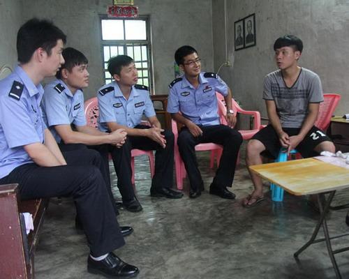 省新成监狱二监区党支部 开展资助贫困大学生活动图片